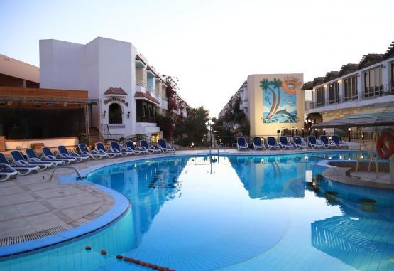 t1-minamark-beach-resort-241623.jpg