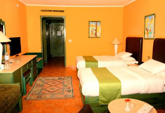 t1-arabia-azur-resort-246108.jpg