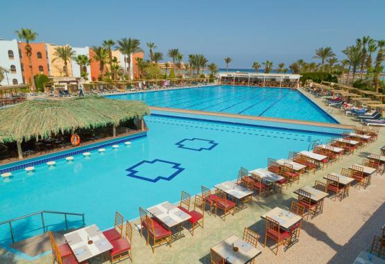 t1-arabia-azur-resort-246113.jpg