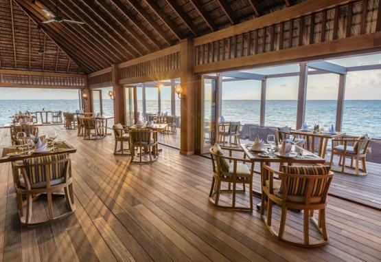 t1-hurawalhi-island-resort-265704.jpg