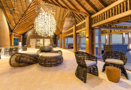 t1-hurawalhi-island-resort-265713.jpg