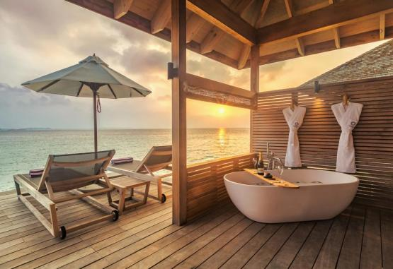 t1-hurawalhi-island-resort-265720.jpg