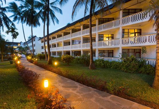 t1-travellers-beach-hotel-268161.jpg