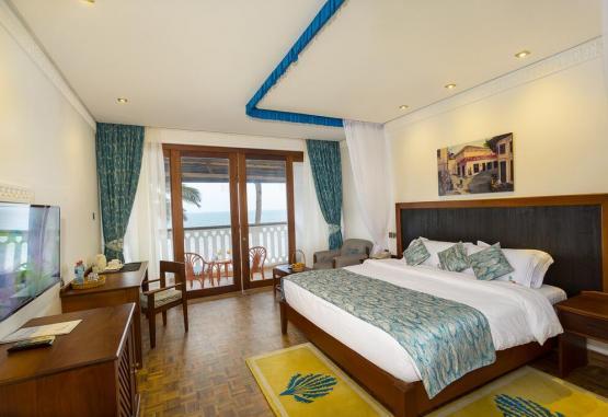 t1-travellers-beach-hotel-268163.jpg