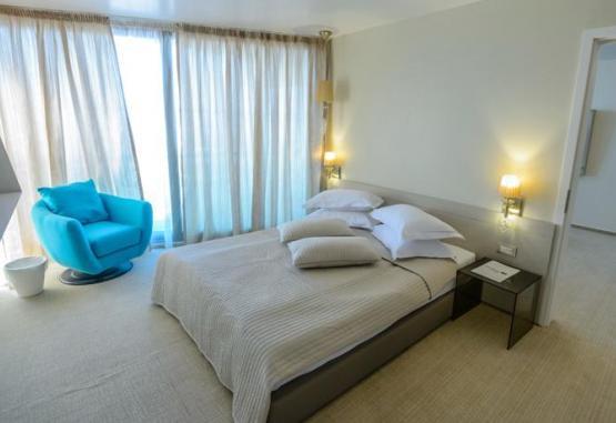 t1-hotel-turquoise-214880.jpg