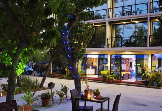 t1-hotel-arena-beach-214913.jpg